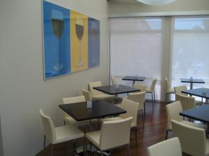 Wine-themed pop art, dark wood tables and leather chairs set the tone.