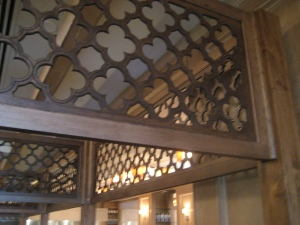 scrollwork-over-pews